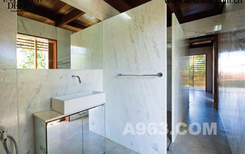 """葡萄牙事务所在巴西设计度假住宅""""卡萨热带"""""""