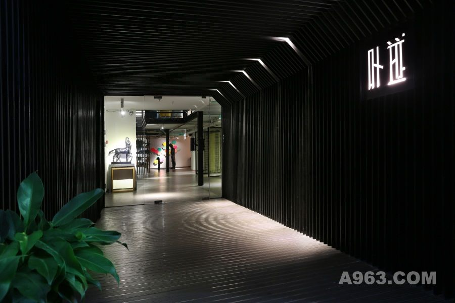叶迹办公室:极具艺术气息的loft开放空间