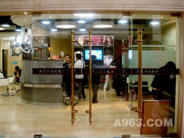 深圳美发店装修设计公司 浅谈美发店的装修设计风格与技巧