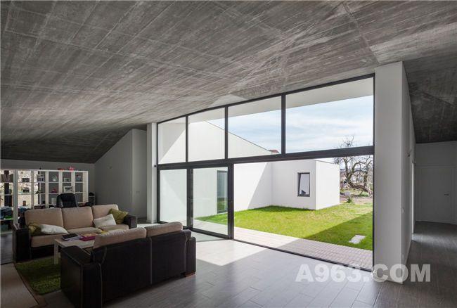 葡萄牙开放式中庭住宅空间设计