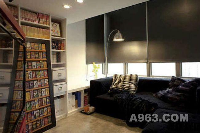 亮色电视墙搭配暗色沙发