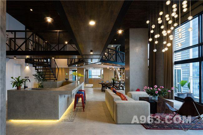 客厅、吧台、餐厅、厨房和书房