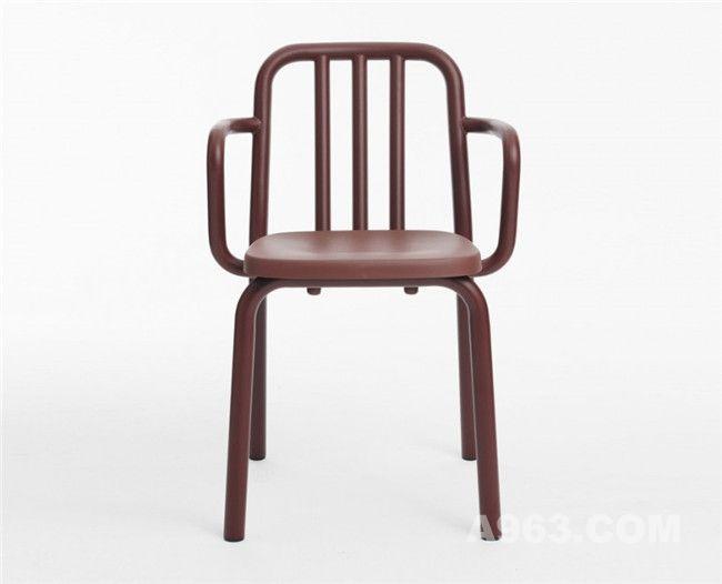 可叠放的管条扶手椅