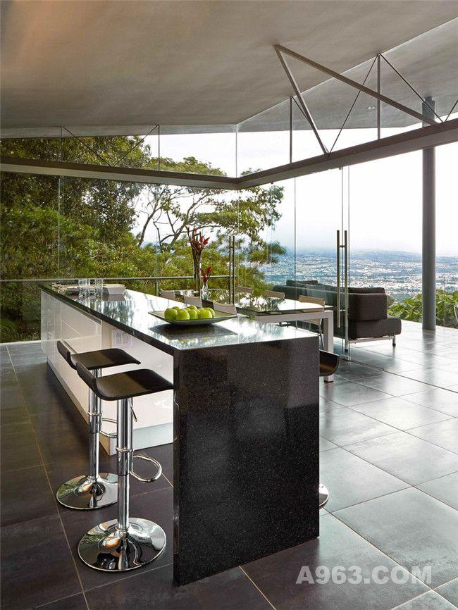 阳台、餐厅及厨房