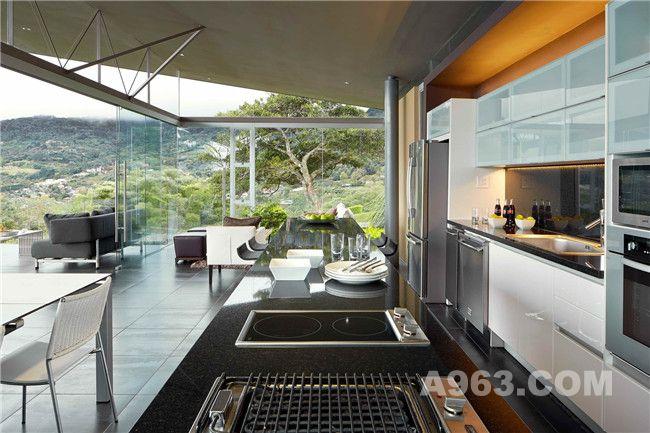 客厅、餐厅及厨房