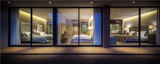 夜幕下的卧室