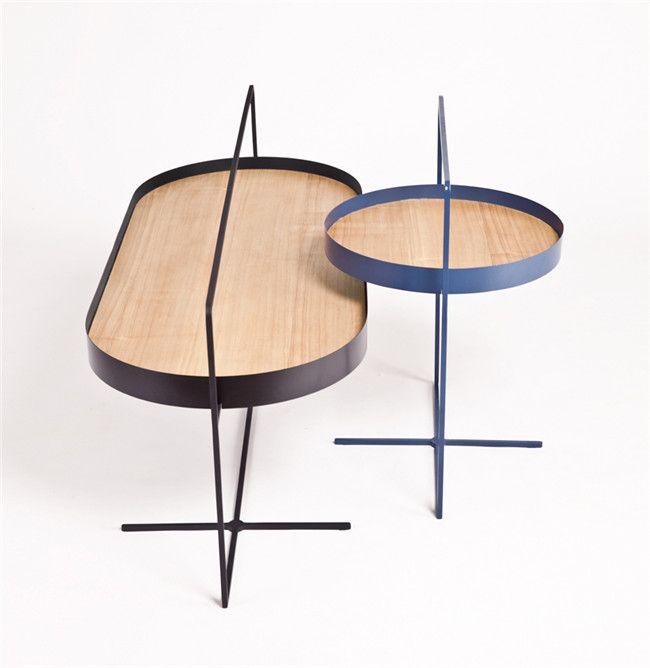 设计师将该款咖啡桌设计成适合多任务使用者的形式