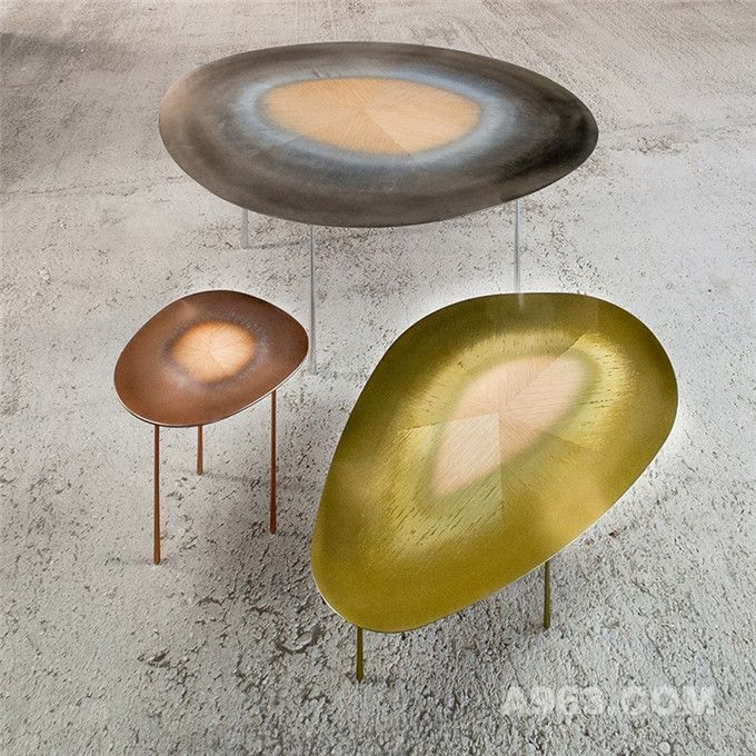 描绘出抽象自然风景的桌子系列
