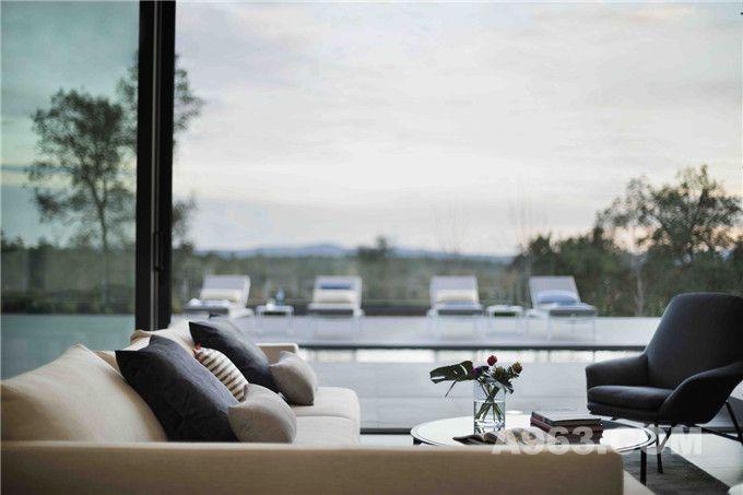 客厅可以看到美丽的自然风光