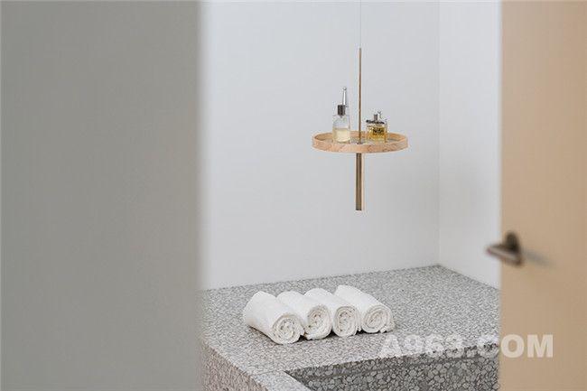 circulum悬挂置物架光滑黑色大理石版本浴室使用效果
