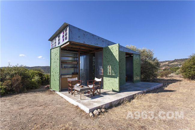 橄榄树林中的夏日度假小屋
