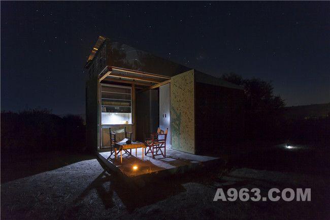 夜幕下的小屋
