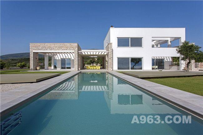 别墅后院及露天泳池