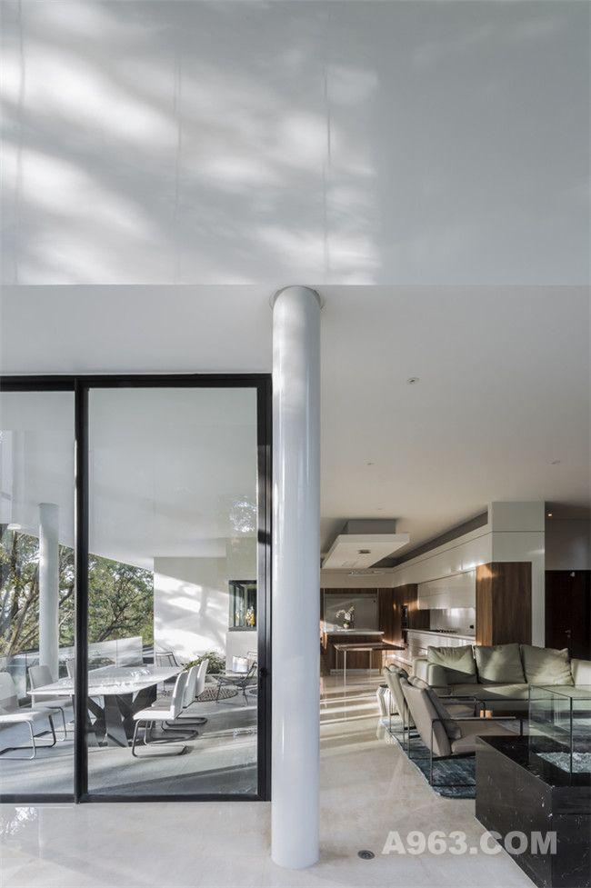 客厅及餐厅