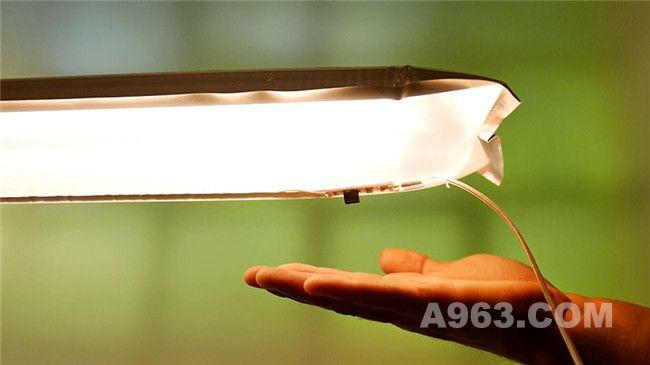 在LED条的一边安装了传感开关