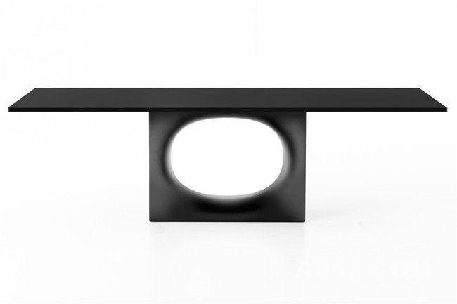 复杂工艺技术造就的简约蚀孔桌