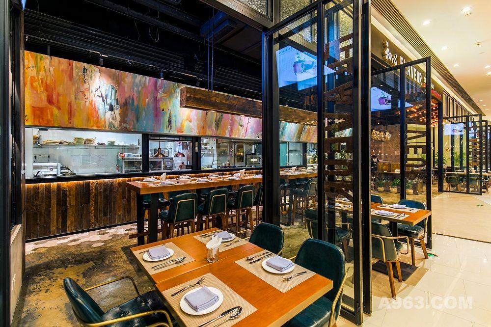 采用全透明开放厨房设计,让厨师忙碌的身影形成一道最美的风景。