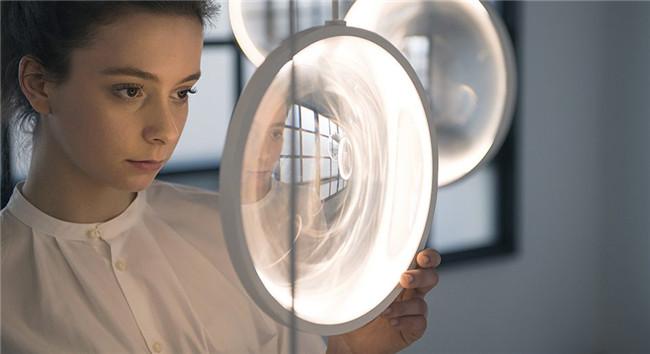 """focus""空间装置——""光圈""中的浮动世界"