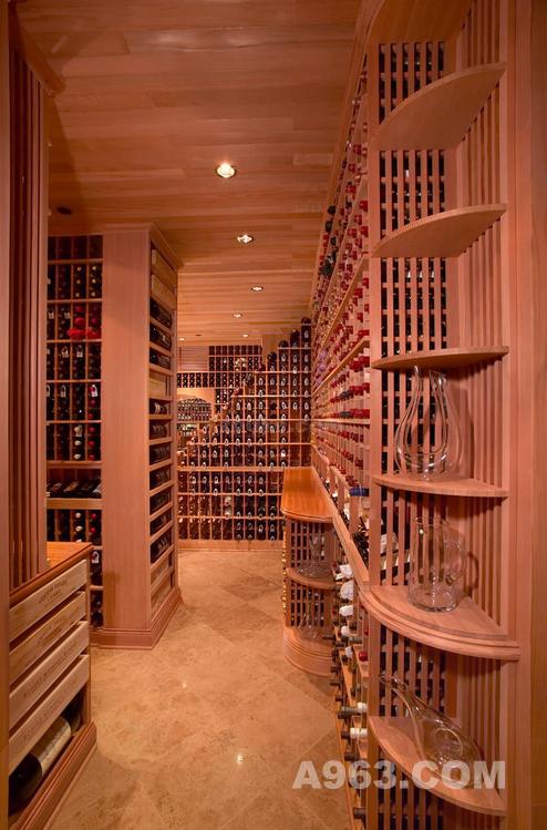 山西太原实木酒窖订制,专业的酒窖是最适合储藏葡萄酒的地方,一个按照规范设计的专业酒窖可以让存储的美酒长时间保持原有的味道,但是酒窖设计不规范会对葡萄酒产生极大损害,酒窖设计要比建设房子难的多,因为酒窖设计需要考虑很多因素,比如温度、湿度、空气流通、防震、光线等。只有把这些因素都考虑周全了,才能建造出一个规范并专业的酒窖来。