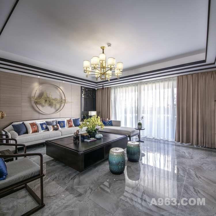 客厅具有六米的见宽,我们希望营造敞亮通透的空间感,既有江南中式的秀气而不失大气,没有过多的造型,通过简约而不失品质的中式家具和饰品细节,来提神空间的品质和品味。