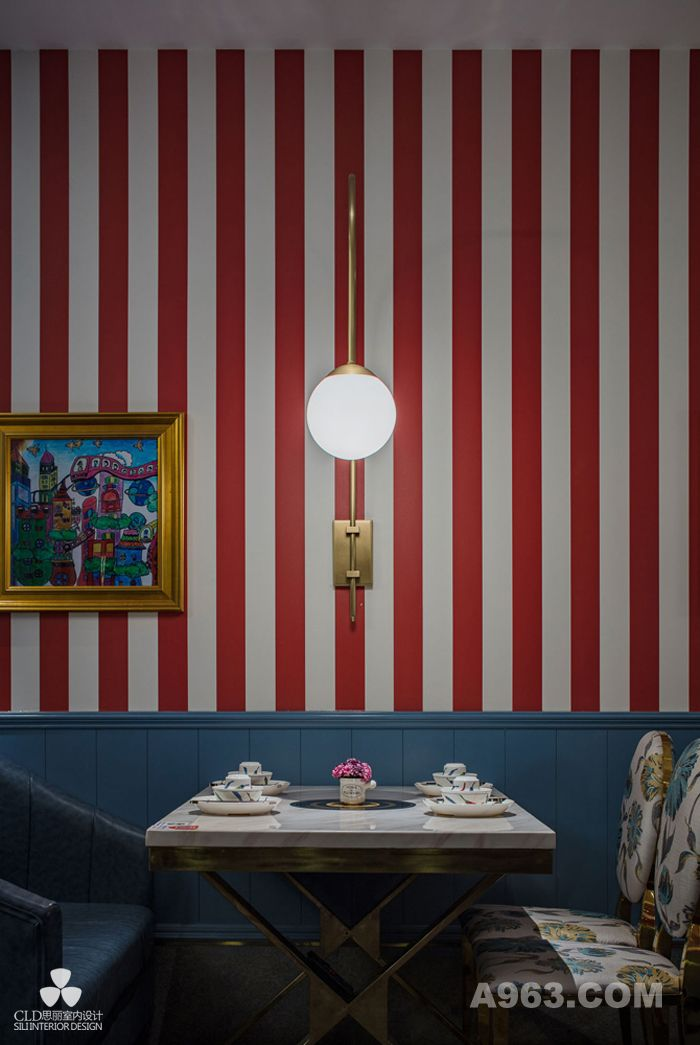 """我们重新定义了""""秀色可餐"""",当餐厅被赋予颜值,空间信息的传递让食物引人遐想,食欲随之而来。就美食而言,一次就餐过程实际上亦是一场多元感官的体验,于是""""秀色可餐""""成为现代餐厅不可忽视的条件之一。"""