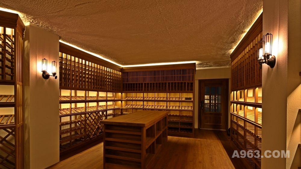 随着葡萄酒在国内越来越普及,爱喝葡萄酒的人越来越多,对喝到高品质的葡萄酒的要求也越来越高,私人酒窖、别墅酒窖、红酒会所等为贮存葡萄酒提供了最佳的场所。那么如何拥有一座精品酒窖呢?所谓山不高,有仙则名,无关酒窖的大小,是否奢华装饰,只要专业解决以下六大问题,一座舒适的精品酒窖自然拥有。