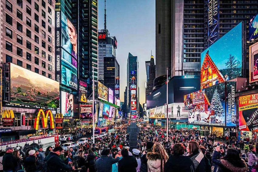 王政受邀参与艾特奖十周年全球启动,亮相纽约时代广场