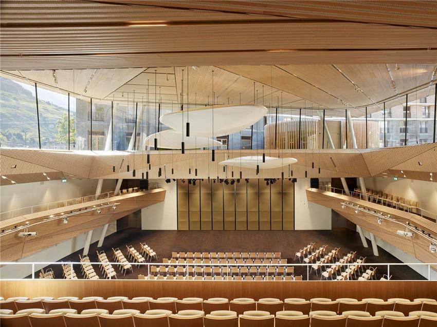 克服限制创造一个意料之外的空间——安德马特音乐厅