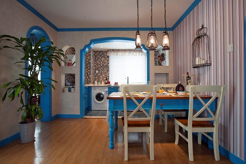 餐厅是以互动为主,采用餐厅与厨房打开的沟通方式。孩子,妈妈,客人三者连动的温馨