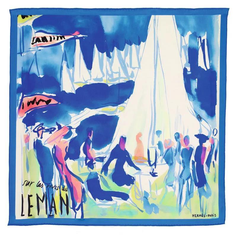 """莱芒湖边,这个小有情调的名字,其中最令人心驰神往的就是这个温婉舒缓的灰蓝色,仿佛漫步在优美的莱芒湖边:湖面上的赛船你追我赶,湖边满是华服盛装的绅士淑女,飘扬的彩旗、翻飞的裙裾,好一副优雅而动感的场景,让人想身临其境一般。  设计师以爱马仕丝巾""""莱芒湖边""""作为设计符号,以雅谧、柔曼的灰蓝色,点染一个薄如蝉翼、行若流云的空间形质。"""
