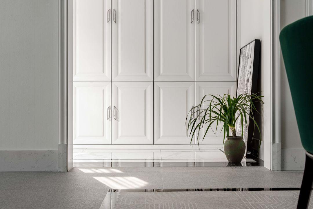 本案设计包括房屋建筑设计改造,室内空间设计改造,尊崇自然和谐共生关系,建筑改造表现形态与原建筑相互辉映,融合自然环境中,室内空间的设计从格局到交通动线,收纳到视觉,以现代简约设计理念,以人与空间感知的愉悦性和生活便利性,温馨舒适为主,设计谱写整个温雅的生活空间。