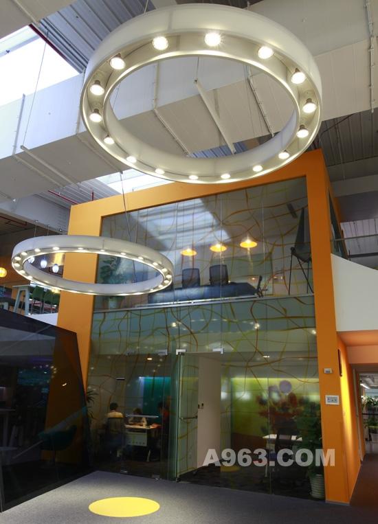 飞利浦led中心,我们看到了一个活生生的采用全led办公照明产品高清图片