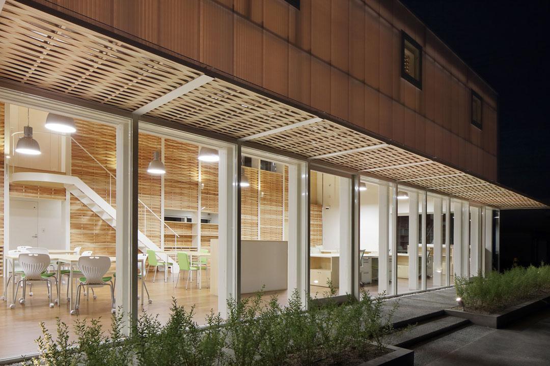 日本女空间_办公空间设计欣赏:日本福冈木条编织办公室
