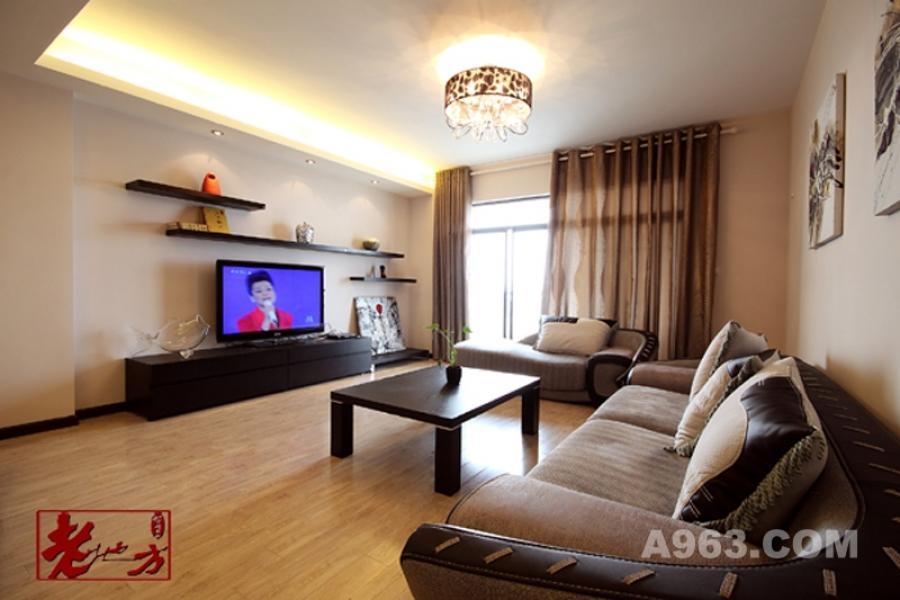客厅 摒弃了在电视背景墙上多做装饰的想法,装几个错落展示架,新颖又具生活情趣。