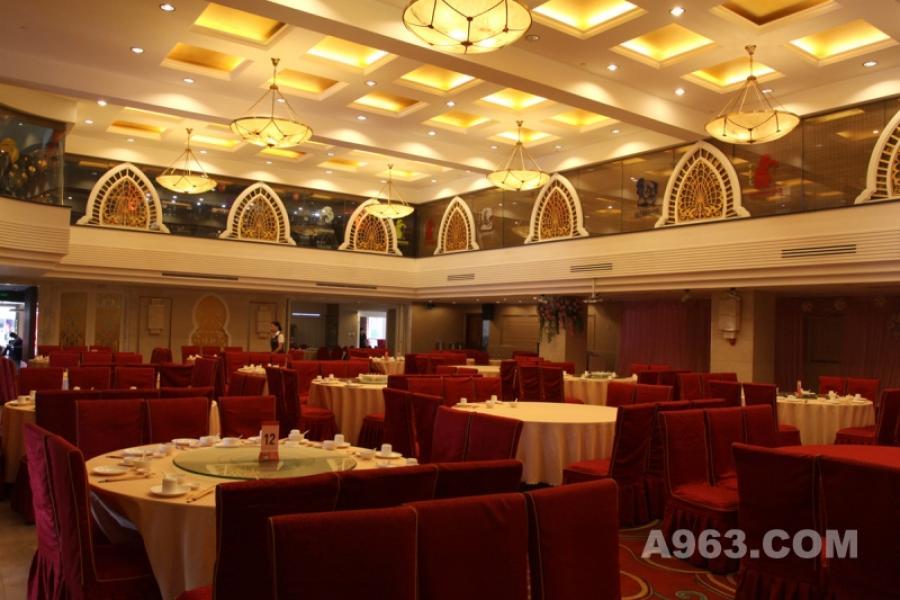 酒楼大堂 宽大的空间是众多婚宴消费者喜欢的地方