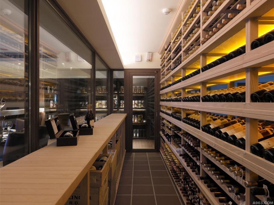 規劃完善的酒窖,不只功能齊全同時更賞心悅目