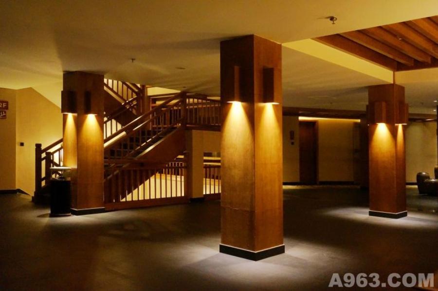 二层楼梯间