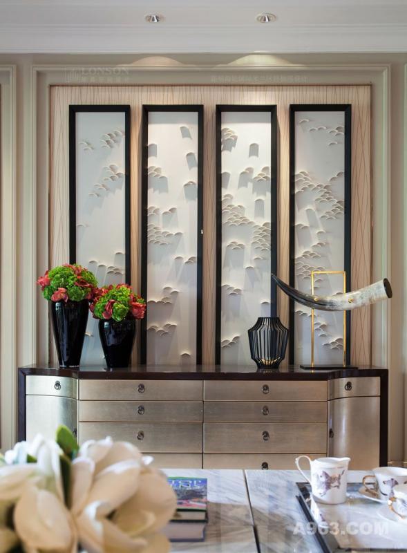 图三:昆明海伦国际米兰区的样板房设计 客厅局部-电视机背景墙