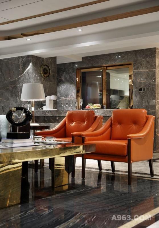 在私宅空间设计中,精美奢华的细节装饰表露的却是自然形式的高级风格化。功能与美的平衡将一个舒适、宜人、安宁的环境表达得恰到好处,体现暗自华贵的气质。