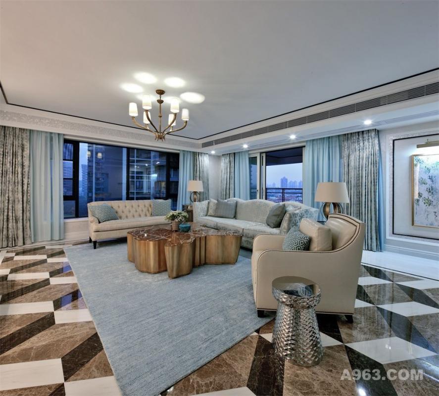 客厅 客厅以Tiffany蓝为主打色,若一股温适的力量,纱帘、沙发与地毯的着色随风荡起,宛如跳脱的蓝精灵。坐拥其中,重拾起记忆中婉约甜蜜的少女梦…