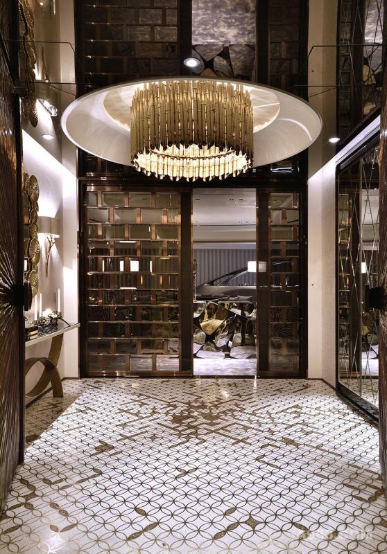 加上比利時大型燈具垂渺於下,堆顯奢華氣息。