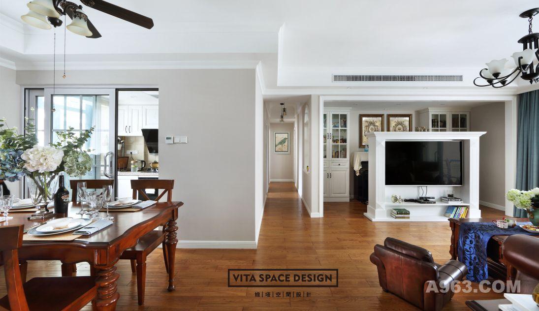 将原本小三房的空间改为了大二房,筹划出一个清雅,开放,包容的空间,构筑都市年轻人的心灵归宿。