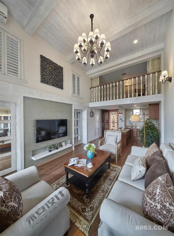 电视背景把客厅与书房巧妙结合,推拉门的使用使两者之间动静有序。