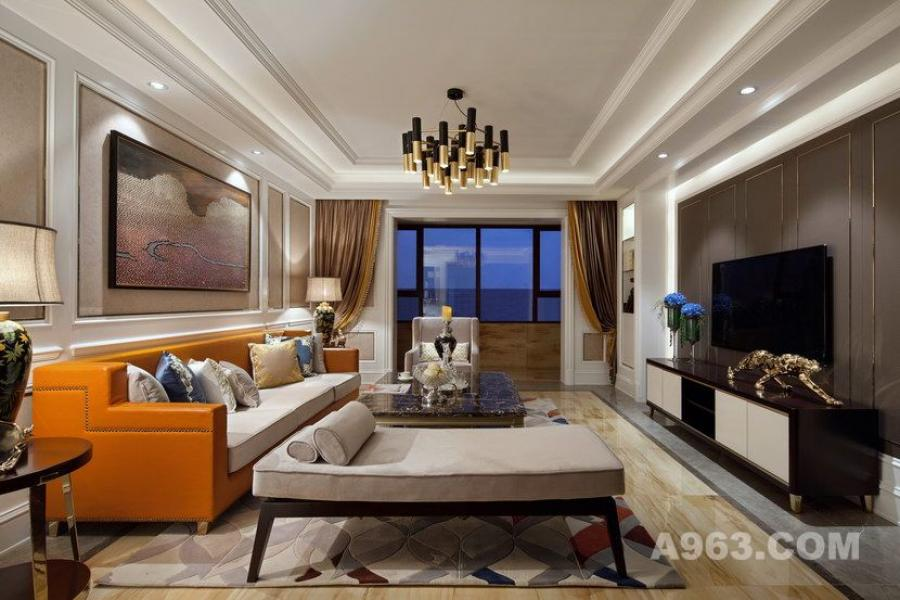 客厅:简约的硬装设计与层次分明的软装搭配,使空间的风格更为明显,更容易给人留下深刻印象。