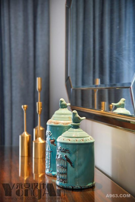 餐厅小景:别致而实用的小摆件装点了整个家。