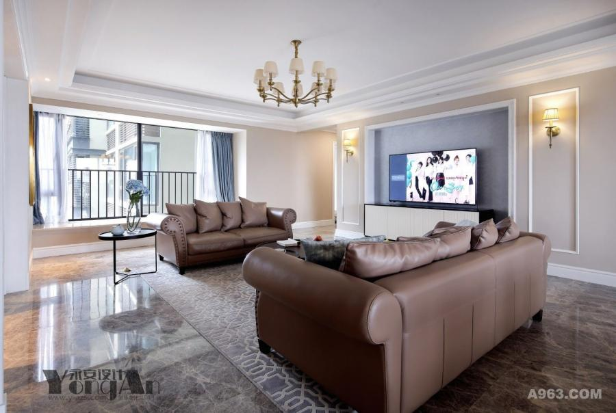 客厅:阳光洒落,室内飘散着满满的温暖宁静。
