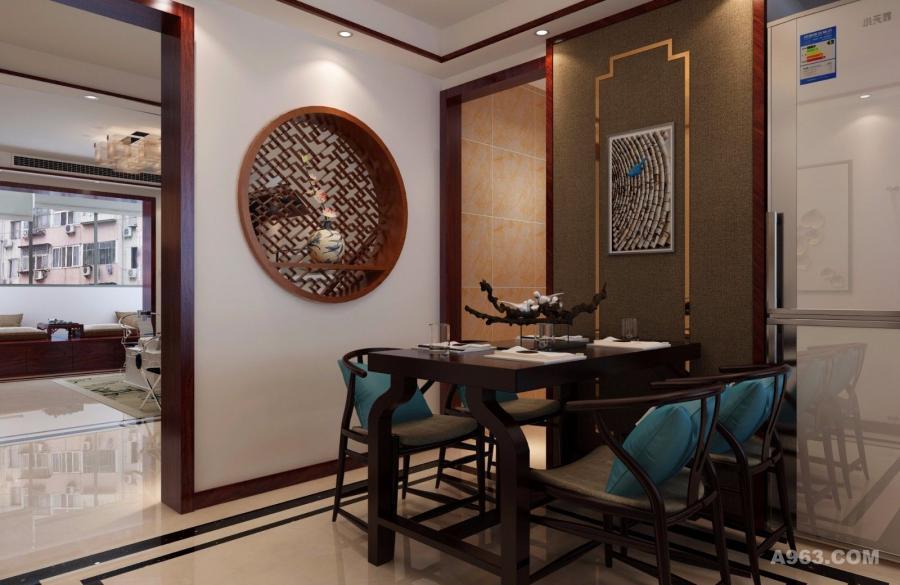 在通往客厅的墙上也做了修改,采用了圆形中式木格窗,既增加了中式风格的特点,也增加了房屋的明亮度,同时圆形设计在整体的方形房屋中也显得别具一格。