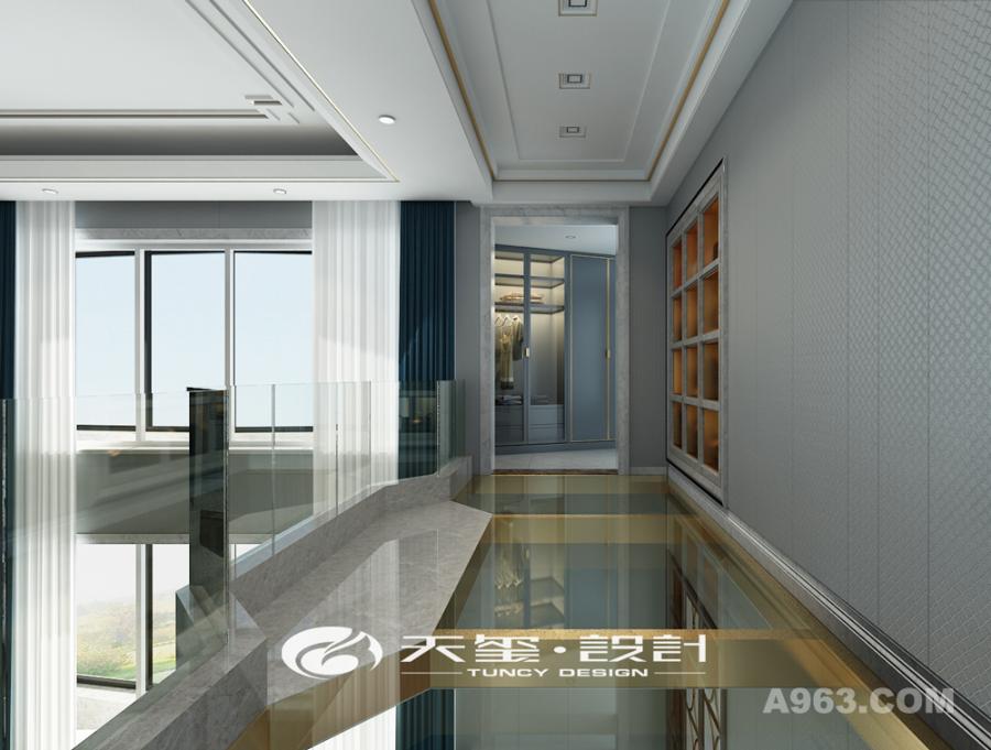 客厅通道宽敞明亮,玻璃底给平淡的空间更增添了一丝灵动。
