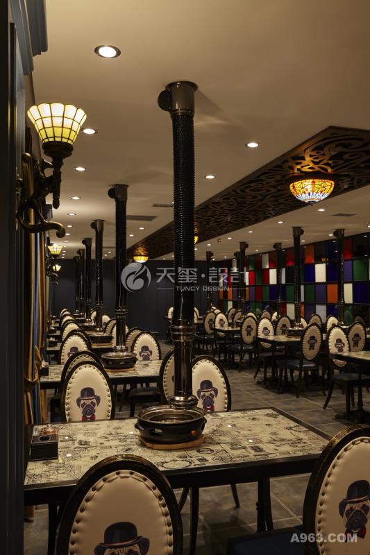 餐厅全景显得高贵优雅而又简单随性
