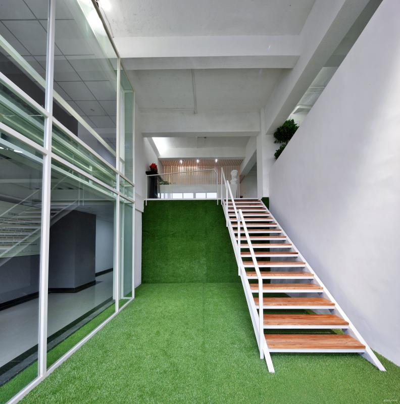 """三楼入户三:这是一个将三楼掏空重组的空间设计,重新赋予建筑空间以新生命,使得建筑空间本身有了一个灵魂的升级。事实上""""再生""""比""""生""""更重要。"""